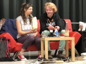 Schauspielerin Eva Zarbl und Schüler Hannes Migowski
